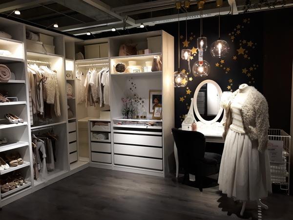 vestidor madera en color blanco de ikea